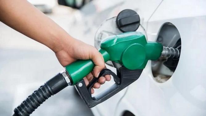 Las gasolinas subirán entre 2 y 1.30 pesos, por disposición de Industria y Comercio