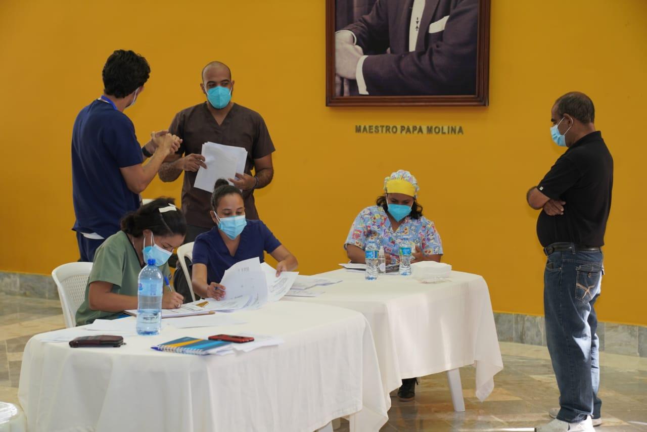 Salud Pública realiza jornada pruebas PCR personal de Radio Televisión Dominicana