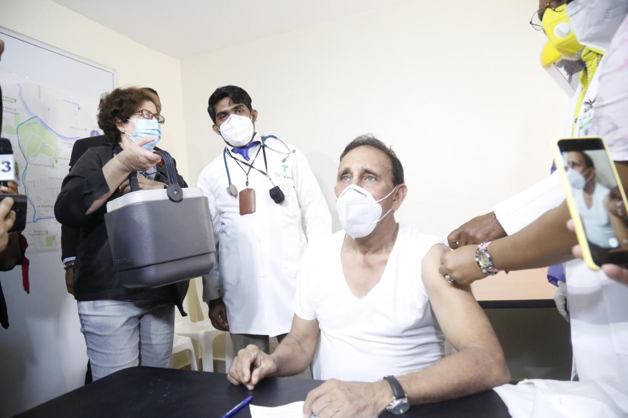 Cruz Jiminian felicita al presidente Abinader por respetar protocolo de vacunación contra el Covid-19