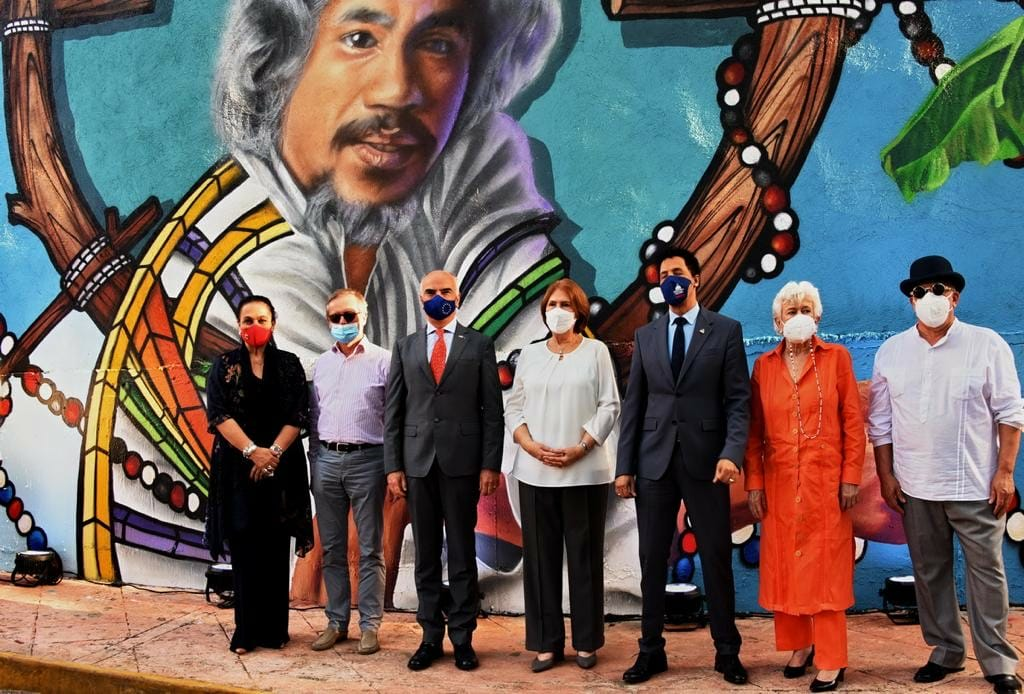 Cultura develiza mural en homenaje póstumo a Johnny Pacheco