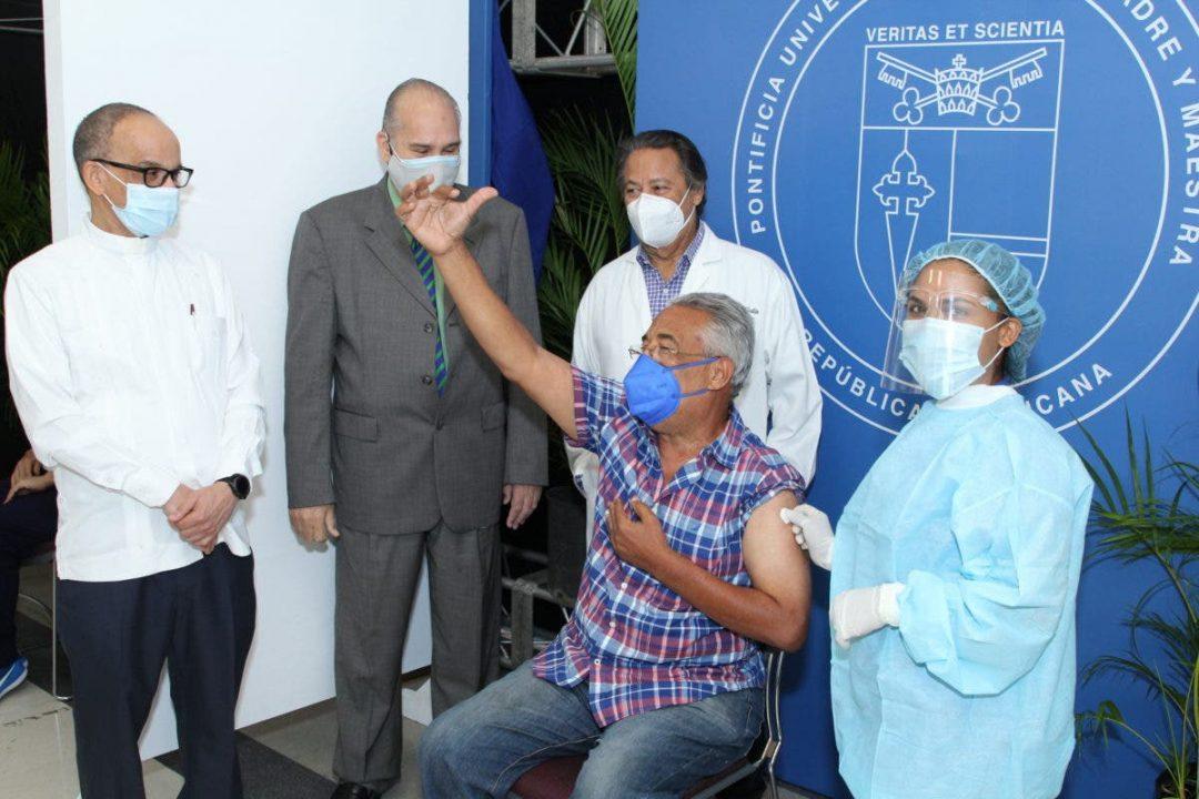 En la capital, PUCMM apertura centro de vacunación Covid-19