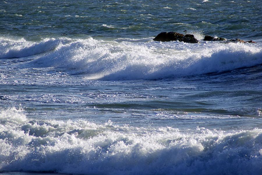 Persiste el  oleaje anormal  en las costa Atlántica y Caribeña del país