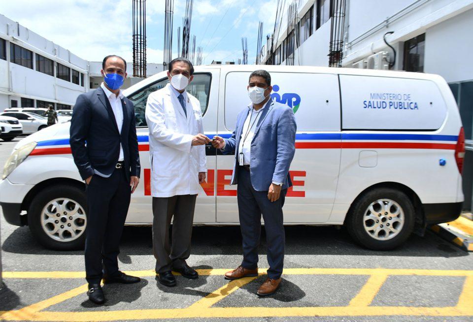 Ministerio de Salud entrega moderna ambulancia a DPS Santiago