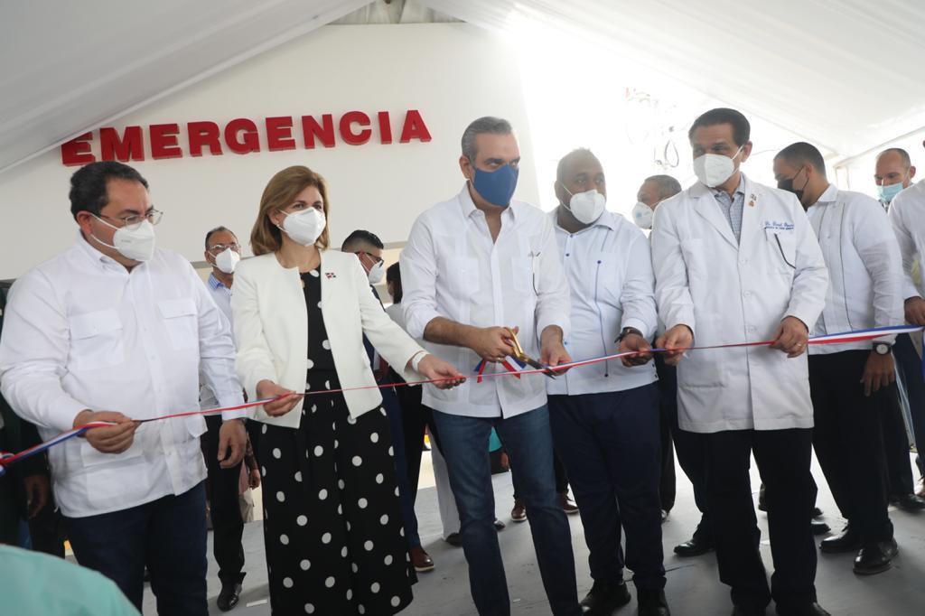 Abinader pone en servicio emergencia de hospital de Pimentel y destina recursos para otras obras