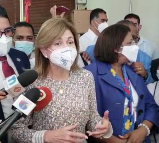 Periodistas reciben su primera dosis de la vacuna contra el Covid-19