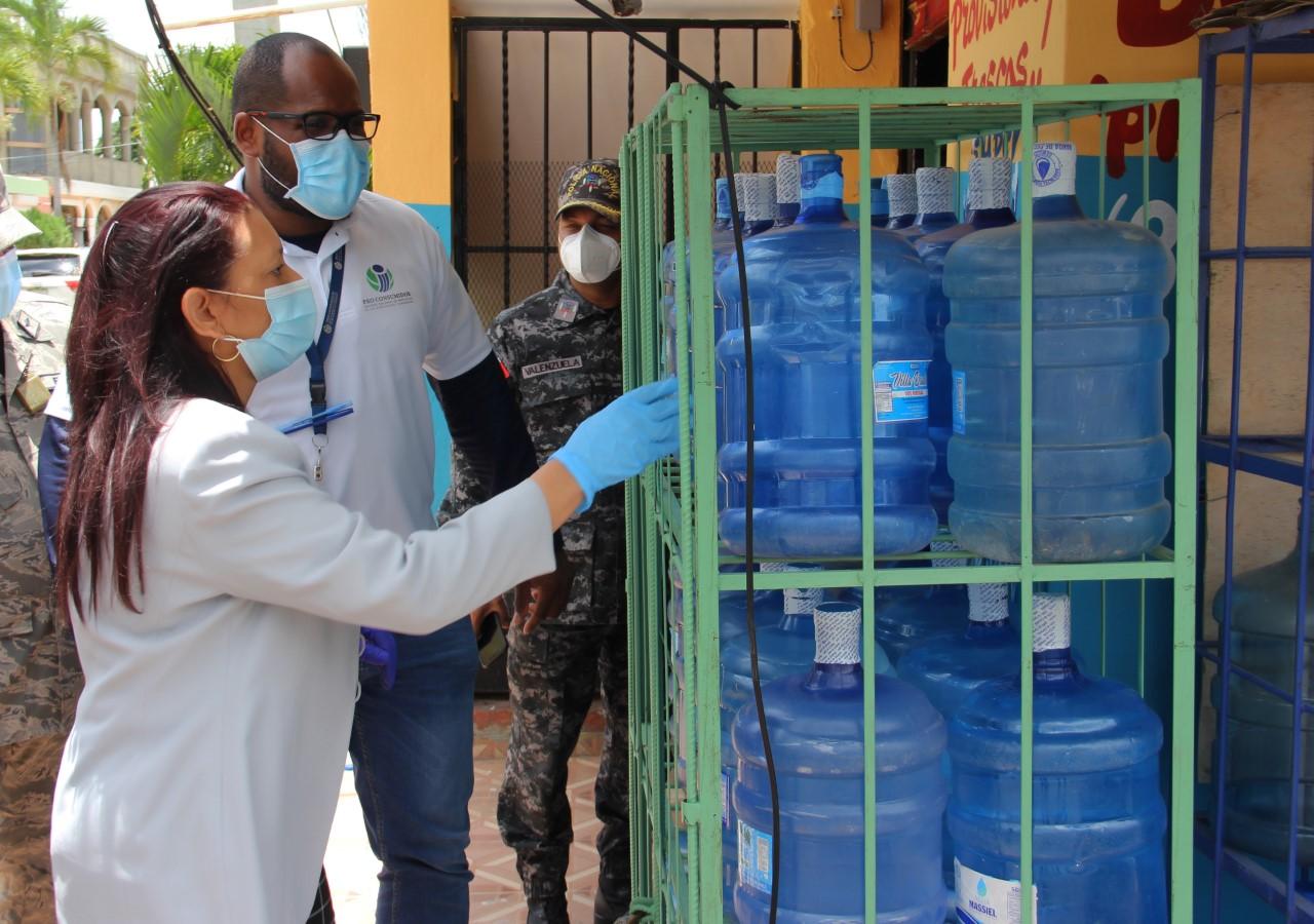 Pro Consumidor pide a comercios no exponer al sol los botellones de agua