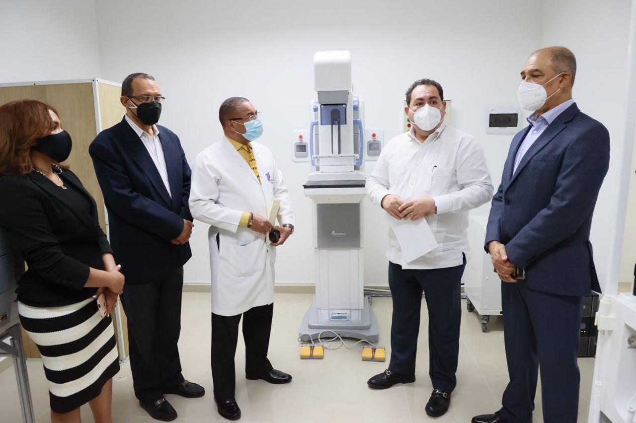 SNS entrega equipos a hospitales de Bonao y La Vega
