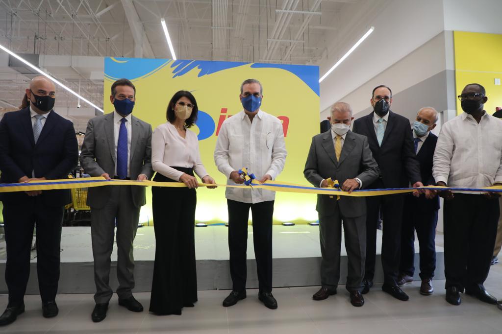 Apoyo al sector privado: presidente Abinader inaugura tienda Sirena Los Alcarrizos