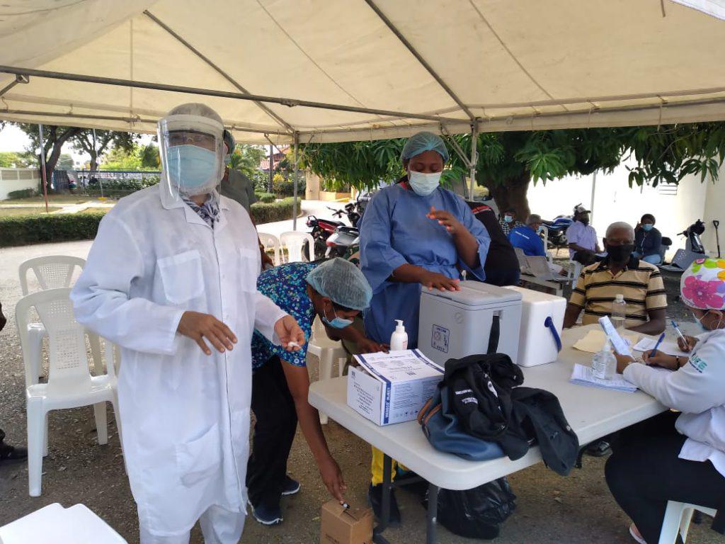 Conozca los lugares donde están ubicados los más de 100 centros de vacunación contra Covid-19 en el Gran Santo Domingo