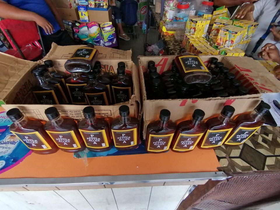 Salud Pública clausura colmado vendía productos vencidos y adulterados