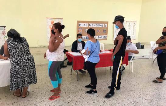 En Santiago, Minerd y Salud Pública habilitan puestos de vacunación para familias de estudiantes