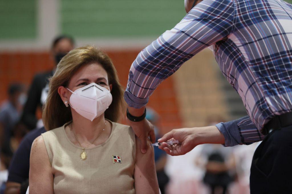 Vicepresidenta revela casi dos millones de dominicanos se han aplicado primera dosis de la vacuna
