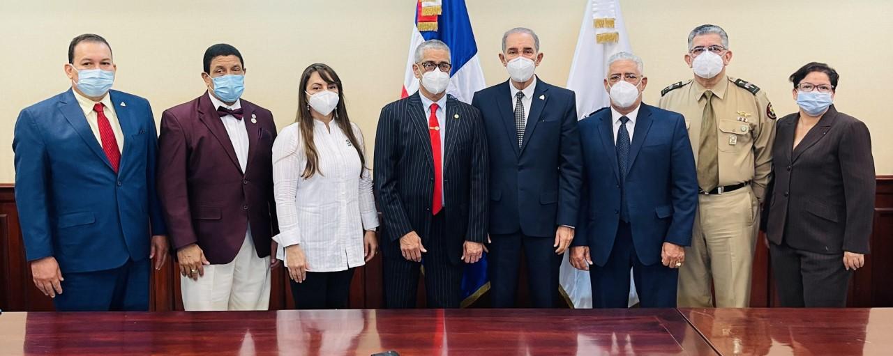 Entidades anuncian inicio de recertificación de médicos dominicanos