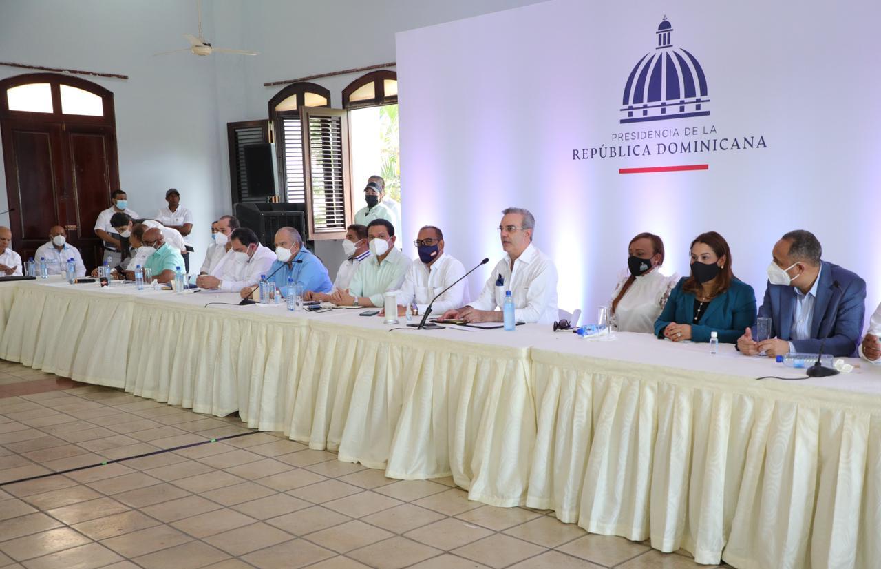 Presidente Abinader dispone solución necesidades en SPM; escucha peticiones de150 juntas de vecinos