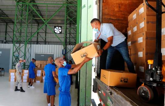 Gobierno de RD embarca hacia Haití 17 mil libras de medicinas