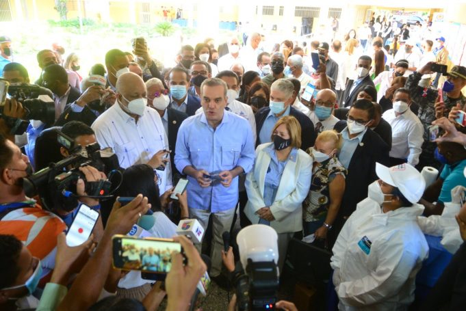 Presidente atribuye aumento de contagios por covid-19 a reapertura de clases