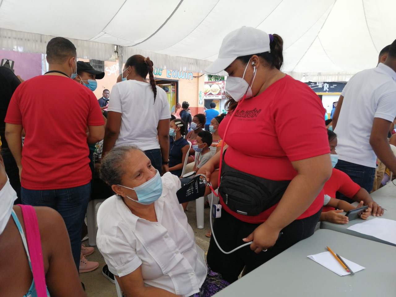 Moscoso Puello realiza operativo en Capotillo para prevenir y tratar enfermedades
